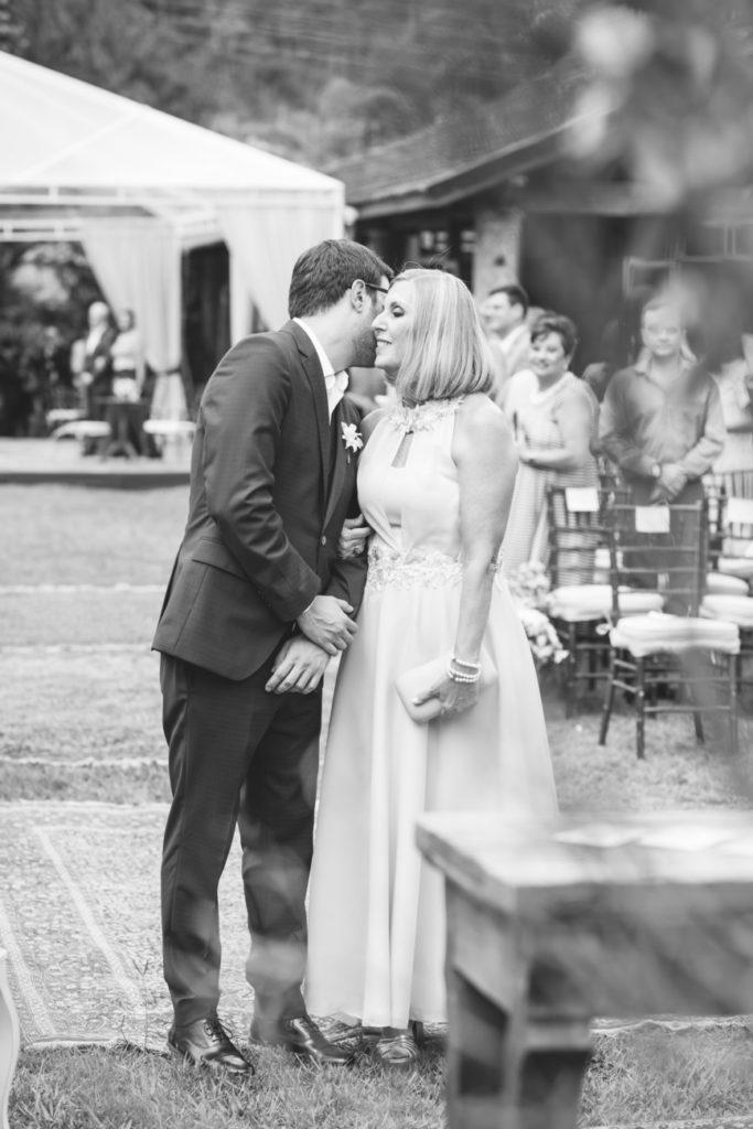 Casamento Nathalia e Diogo - Noivo na cerimônia - Marina Fava Fotografia