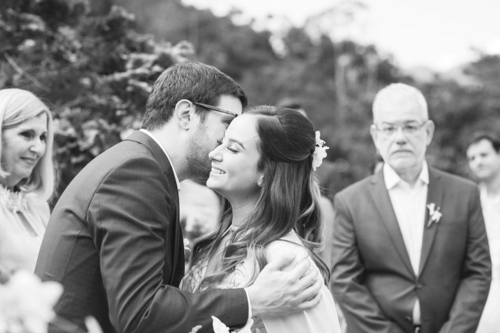 Casamento Nathalia e Diogo - Noivos na cerimônia - Marina Fava Fotografia