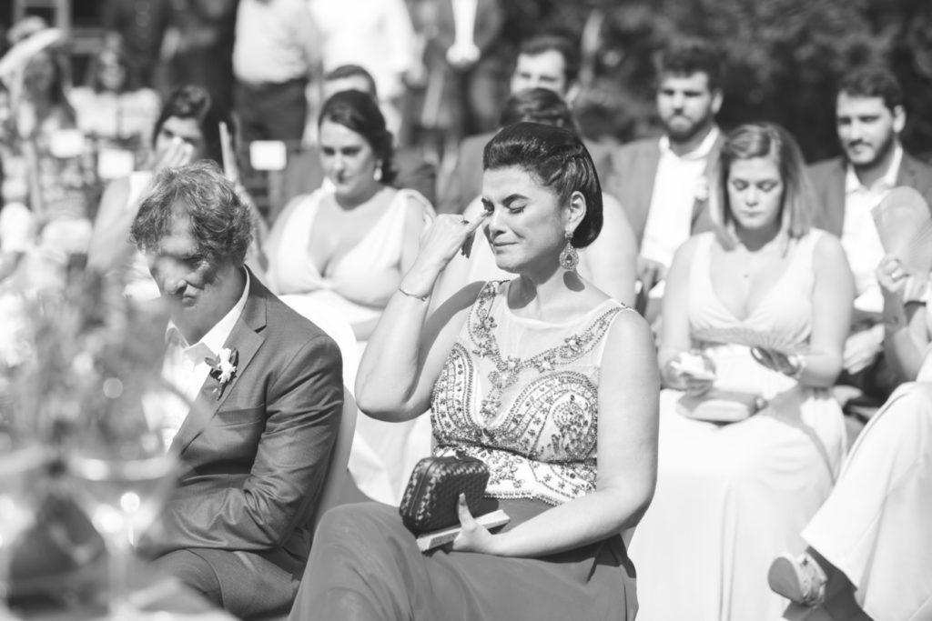 Casamento Nathalia e Diogo - Padrinhos e família na cerimônia - Marina Fava Fotografia