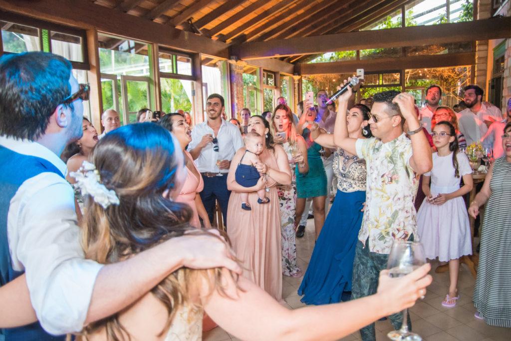 Casamento Nathalia e Diogo - Noivos na festa - Marina Fava Fotografia